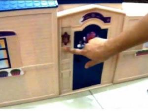 Toqué de timbre, casa juguete