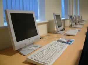 El dispositivo de salida por defecto en los ordenadores