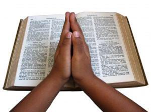 Rezar antes de dormir un salmo gratifica la mente y el alma.