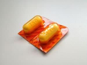Dos pastillas de nimesulida