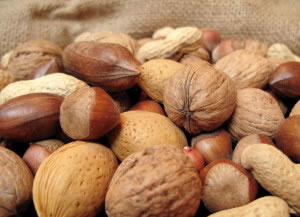 Puñado de oleaginosas alimentos con magnesio