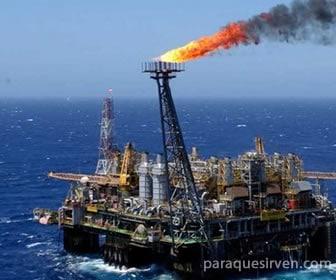 Plataforma de extracción de petróleo en el mar