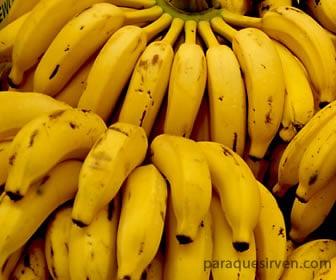 Plátanos maduros color amarillo